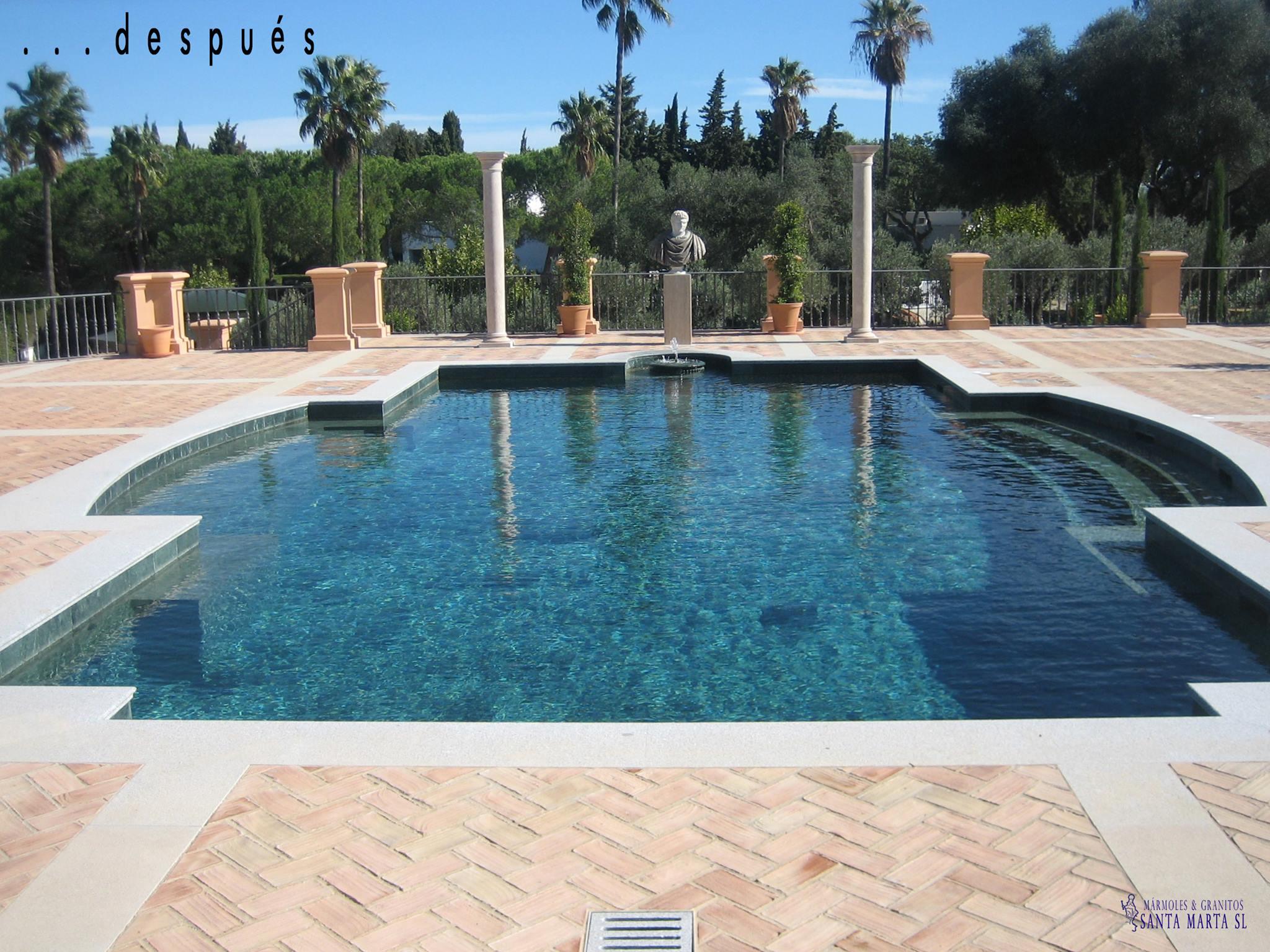 La elegancia del m rmol en las piscinas for Piscinas de material construccion